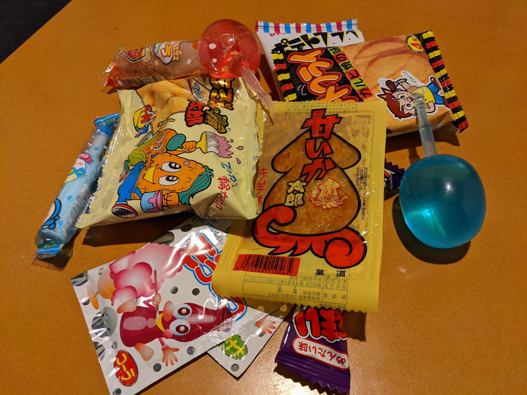 奉還町商店街の駄菓子屋で買った駄菓子