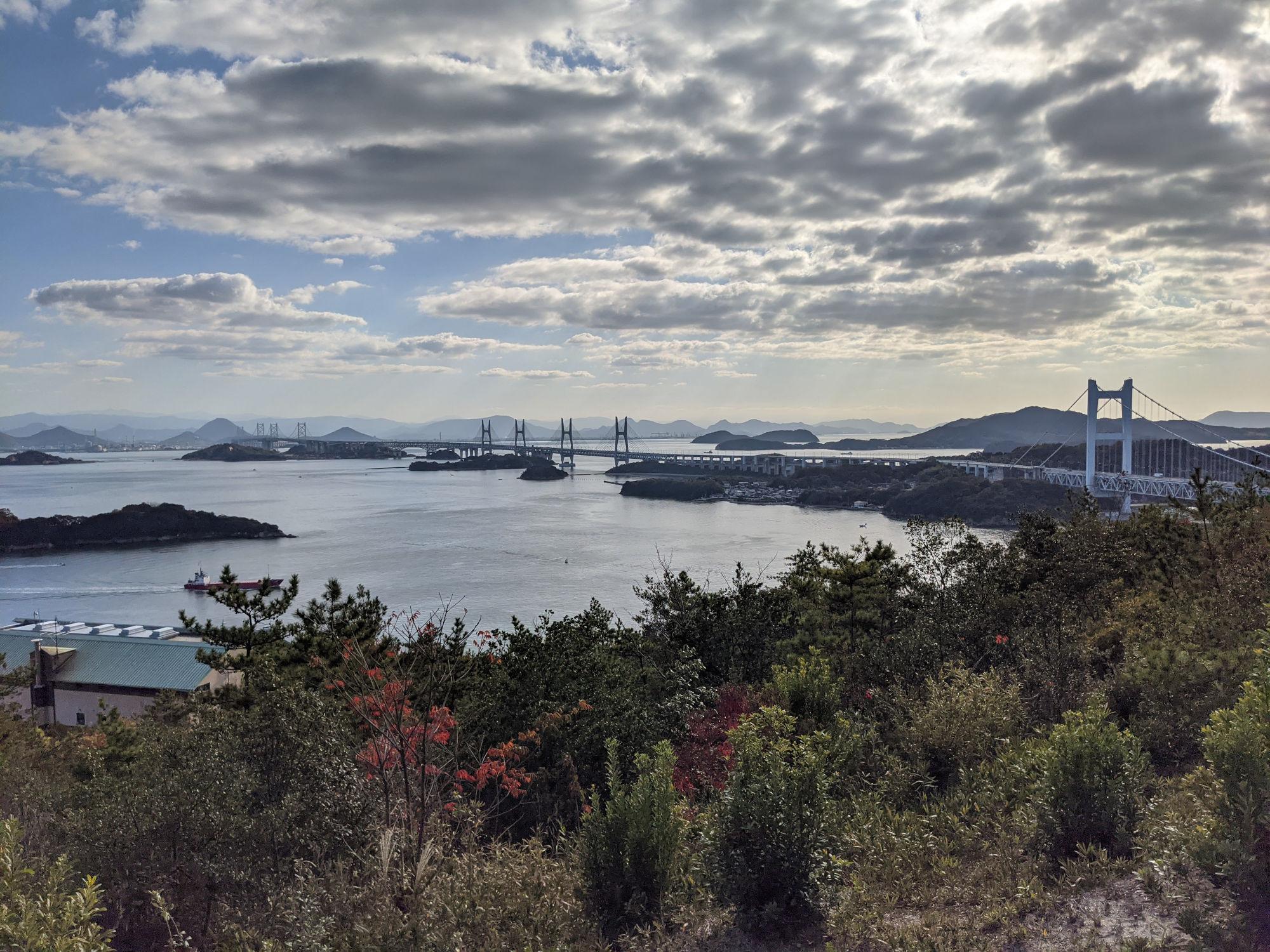鷲羽山からみた瀬戸大橋