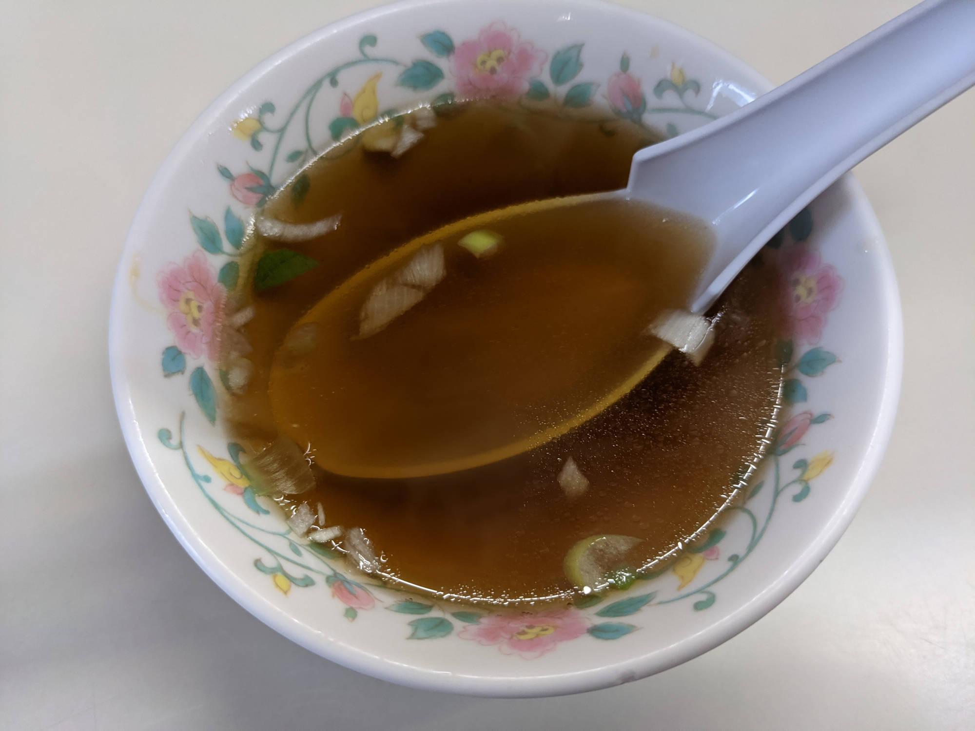 「ルースーチャーハン」に付いているスープ