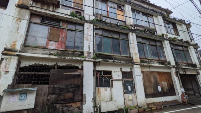 熱海渚A邸前の廃墟