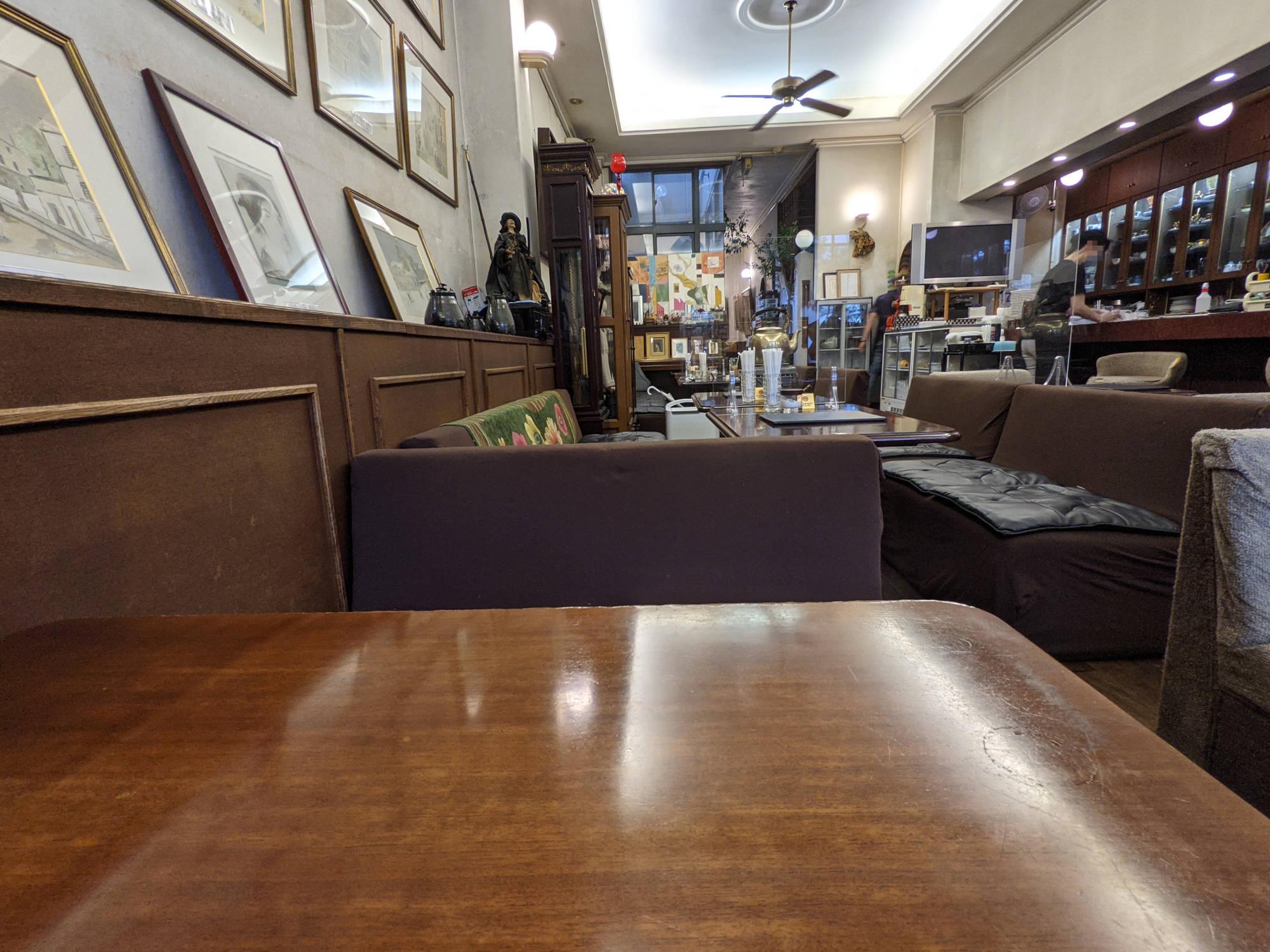 画廊喫茶ユトリロの店内