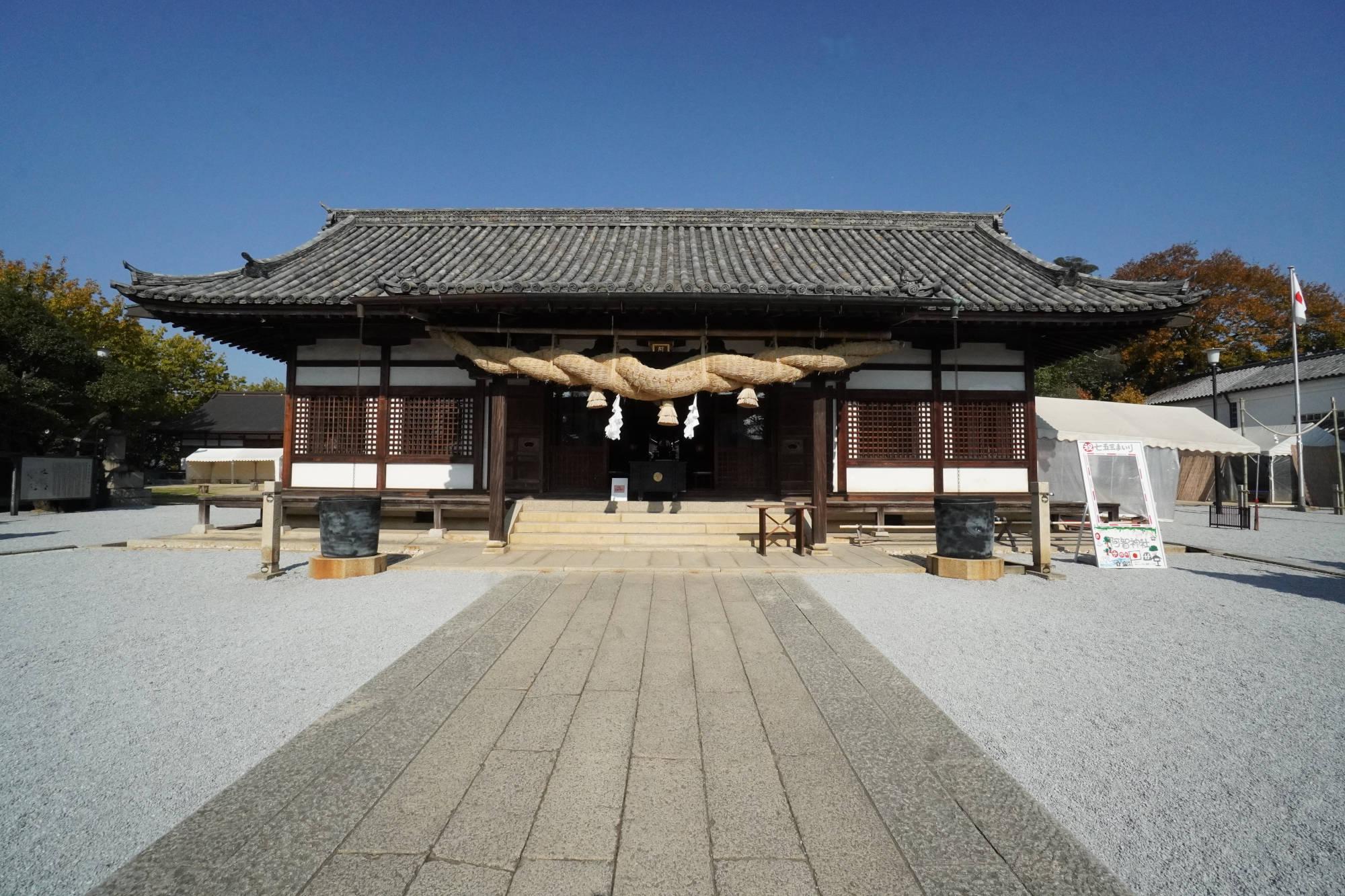 阿智神社の拝殿(本殿)
