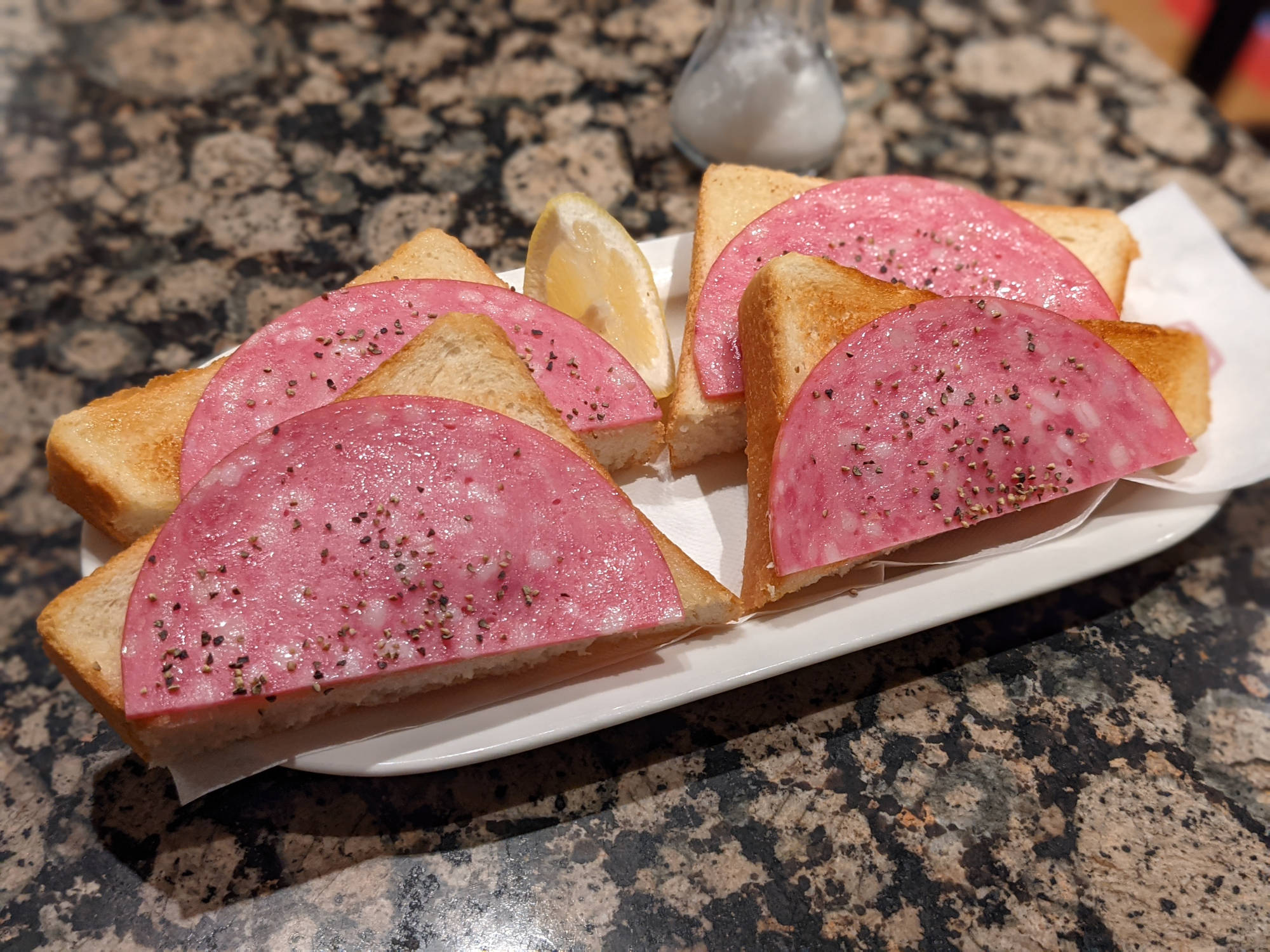 サラミトースト